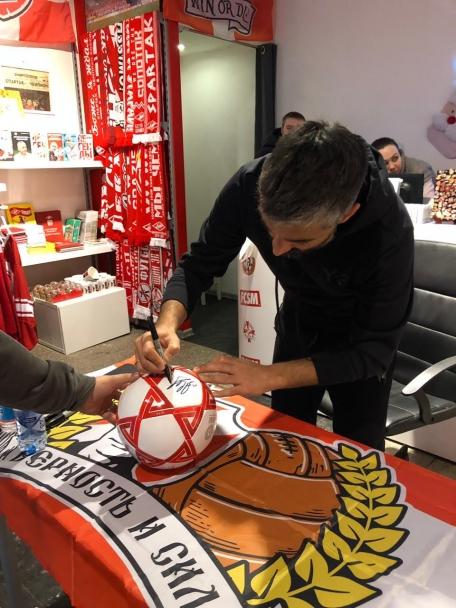 Мяч с автографом Александра Самедова